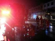 雨天司机视线受阻致两车相撞 山海天消防成功营救被困司机