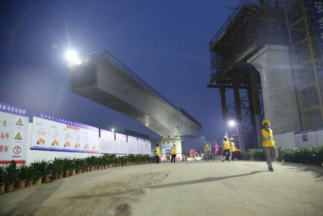 青连铁路难度最大桥梁转体顺利完成