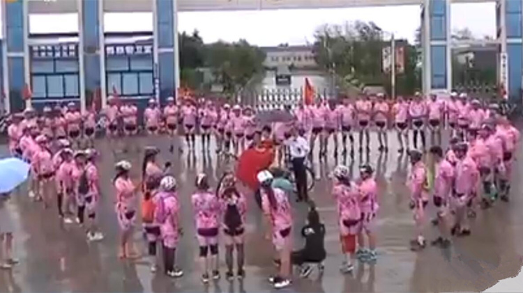 100秒丨88辆单车迎亲,这位胶州新娘不爱豪车爱单车