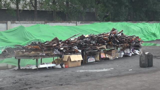 54秒|济南集中销毁一批非法民用枪支 烧完再进炼钢炉