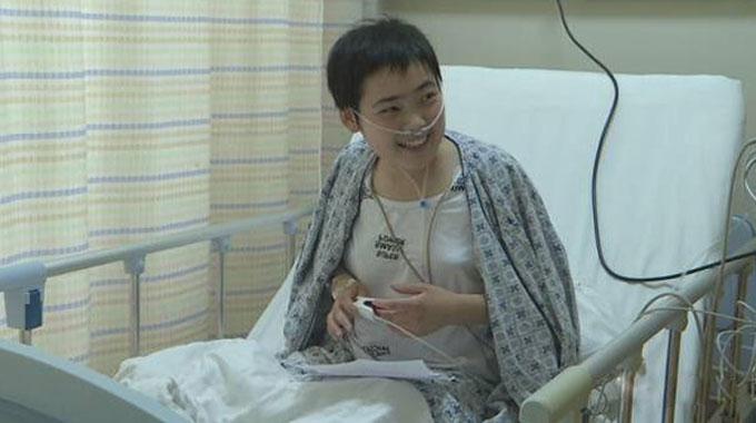 泰安15岁女孩中考后患白血病 同学街头为其募捐