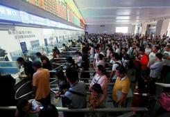 济南火车站迎暑运首个客流高峰,记得提前到站
