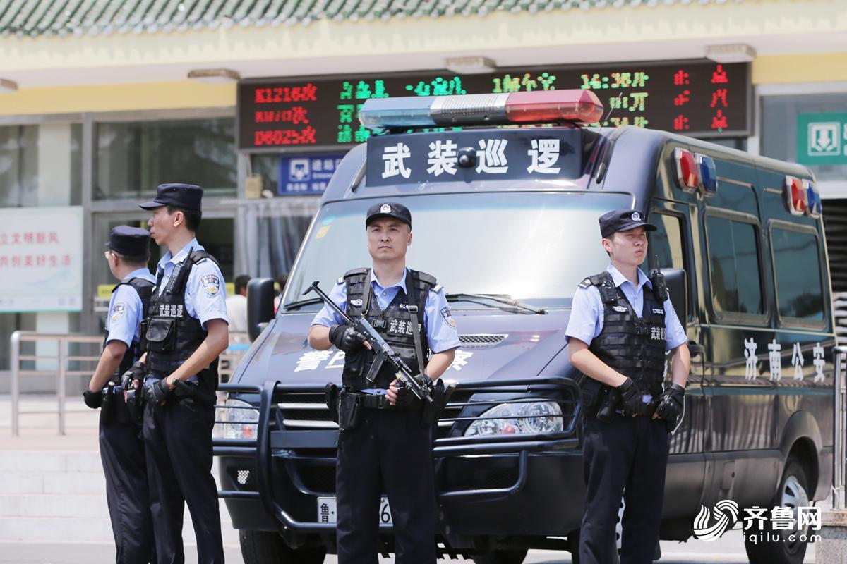 武装巡逻队在火车东站执勤1_副本.jpg