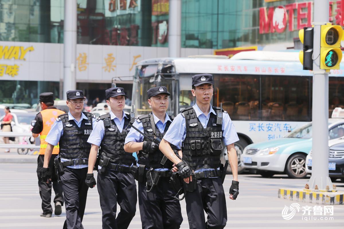 武装巡逻队在长途汽车总站步巡1_副本.jpg