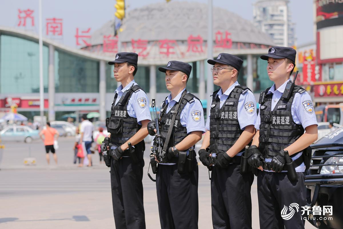 巡警大队武装巡逻队在长途汽车总站执勤1_副本.jpg