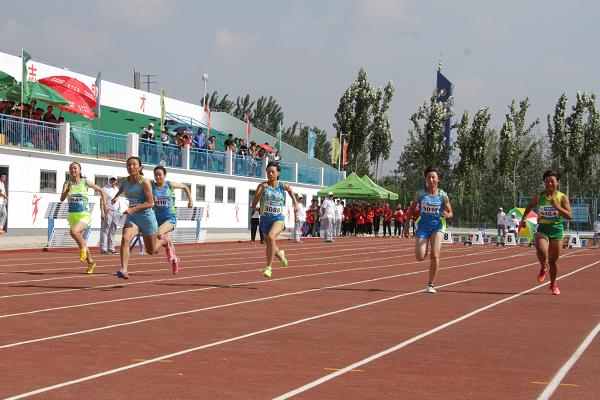 山东省中小学生体育联赛田径比赛平邑开赛 1143名运动员参加
