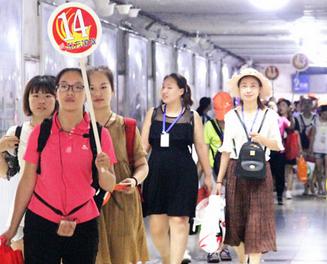 日照再迎旅游专列 1100余名外地游客感受蓝天碧海
