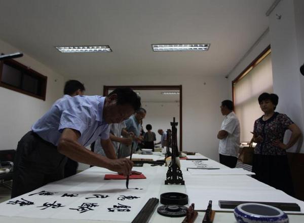 临沂市老年书画活动室揭牌 开展银龄安康主题笔会