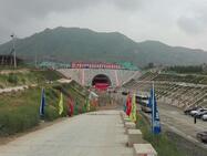 济青高铁控制性工程青阳隧道顺利贯通 提前167天