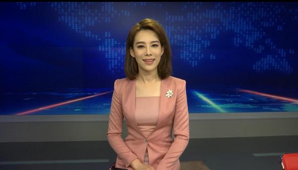 山东广播电视台潍坊百校万人公益行:李毅带领跟读规范普通话