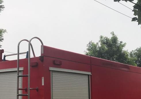 济南济齐路附近一仓库着火 明火已扑灭暂无人员伤亡