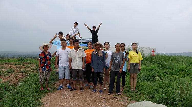 瓜农遇难题 潍坊学院大学生暑期社会实践伸援手