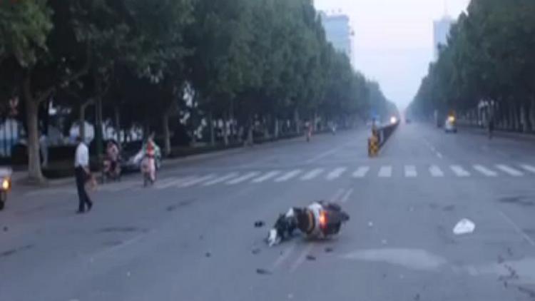 青州女司机开皮卡碾轧摩托车主后逃逸 事后称没觉得轧了人