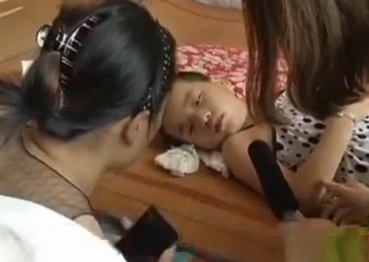 济宁:七岁女孩病危 想见亲妈却被拒
