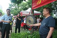 """临沂14位""""第一书记""""居民区摆地摊 农特产品1小时卖光"""