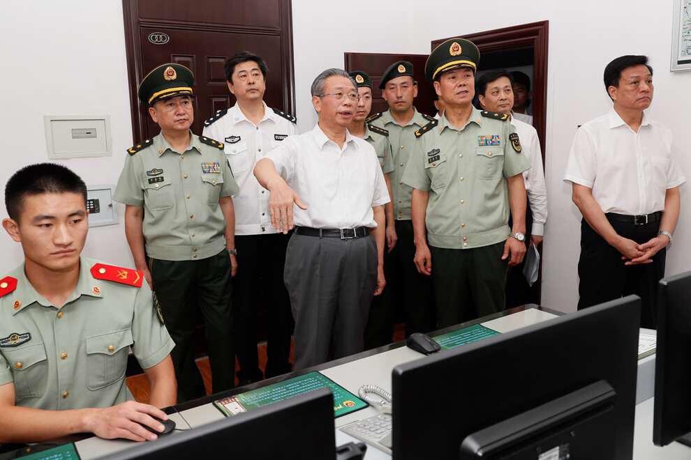 刘家义走访慰问武警官兵并召开军转干部座谈会