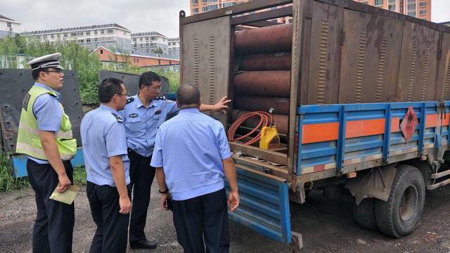 淄博交警利用科技手段查获一辆报废危化品运输车