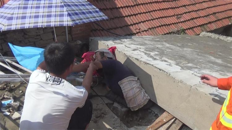 123秒   莱阳连日暴雨,4米长照壁墙倒塌压住村民