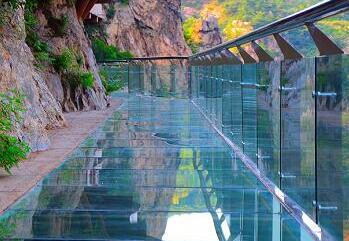 九仙山玻璃栈道正式开放运营 够胆就来体验!