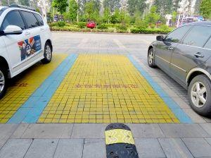 """朱永华:""""市民中心""""的停车位为何市民不能停?"""
