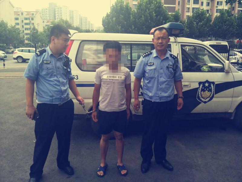 """无证驾驶还想""""躲猫猫"""" 青岛一驾驶员被行政拘留15天"""