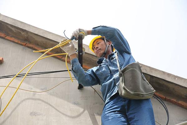 临沂:丈夫患病需呼吸机续命 小区停电供电公司为其设专线