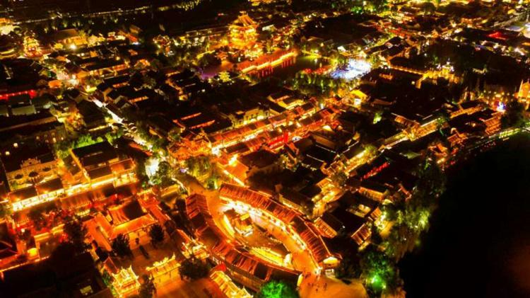 第五届世界摄影大会移师台儿庄 19国142名摄影师夜拍古城
