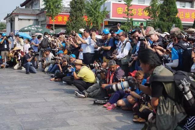 世界摄影大会采风团走进曲阜 感受儒家文化