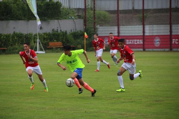 青岛首届国际青少年校园足球邀请赛在中德生态园开赛