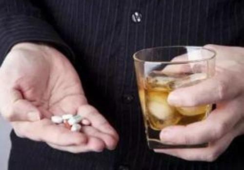 当心!吃头孢切勿喝酒,淄博一男子吃头孢后饮酒进医院