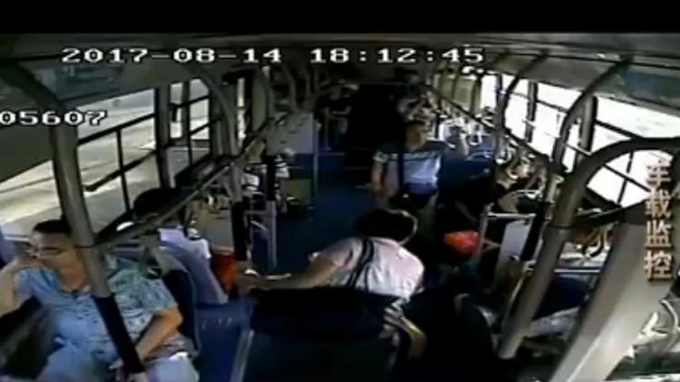 学费落在公交车民警司机合力找回 失主:济南让人暖心