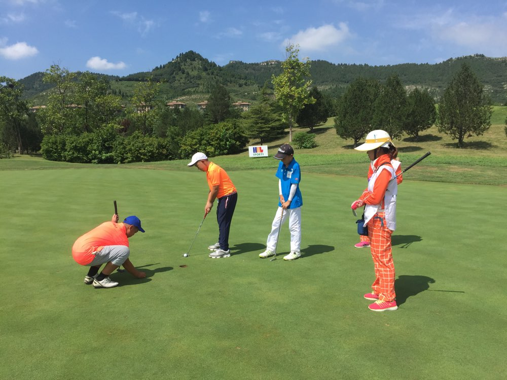 2017山东省青少年高尔夫球锦标赛开赛 百名青少年对决