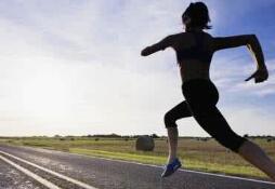 海马赛道上那些特殊跑友:医师跑者随时准备与死神赛跑