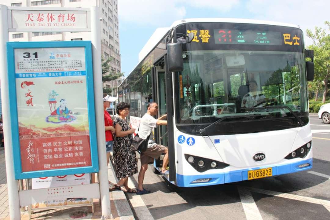 青岛爱心顺风车队专捎滞留游客回城