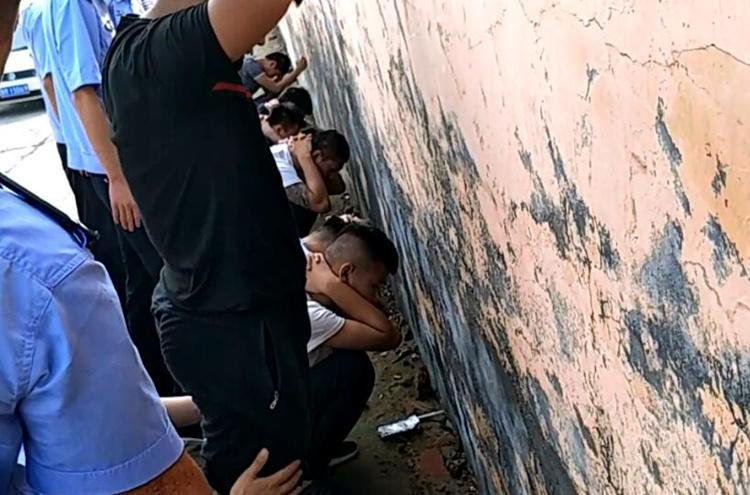 自投罗网!滨州14人聚集拘留所接朋友 还敢带管制刀具和冰毒