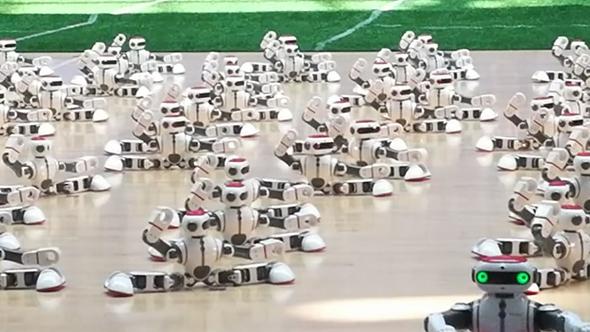 完整版来啦!德州108个机器人舞出《霍元甲》,采访花絮曝光