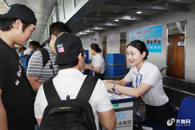 目前青岛机场开通国际及地区(台湾,香港)航线共24条,暑期以来,青岛
