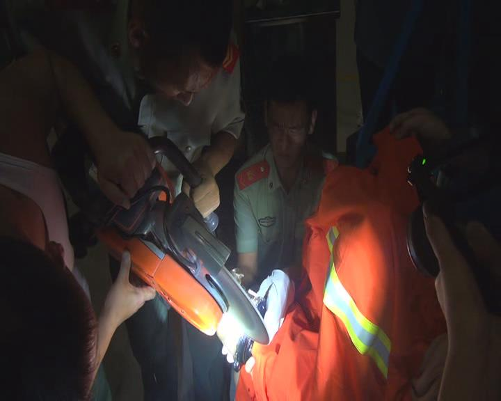 惊险!聊城幼童手被卡榨汁机严重变形 消防医护紧急救援