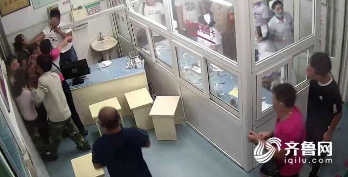 在区医院输液室嫌疑人殴打_meitu_1 - 副本.jpg