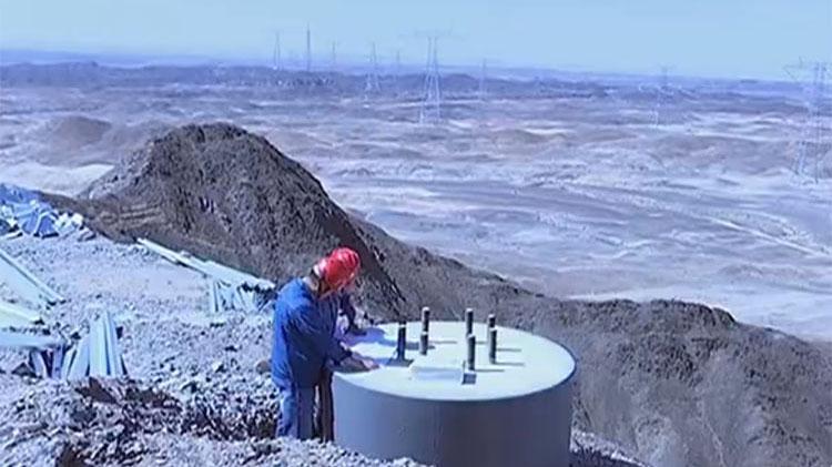 无人区里的山东电力人:碱水煮米饭 两三月洗一次澡