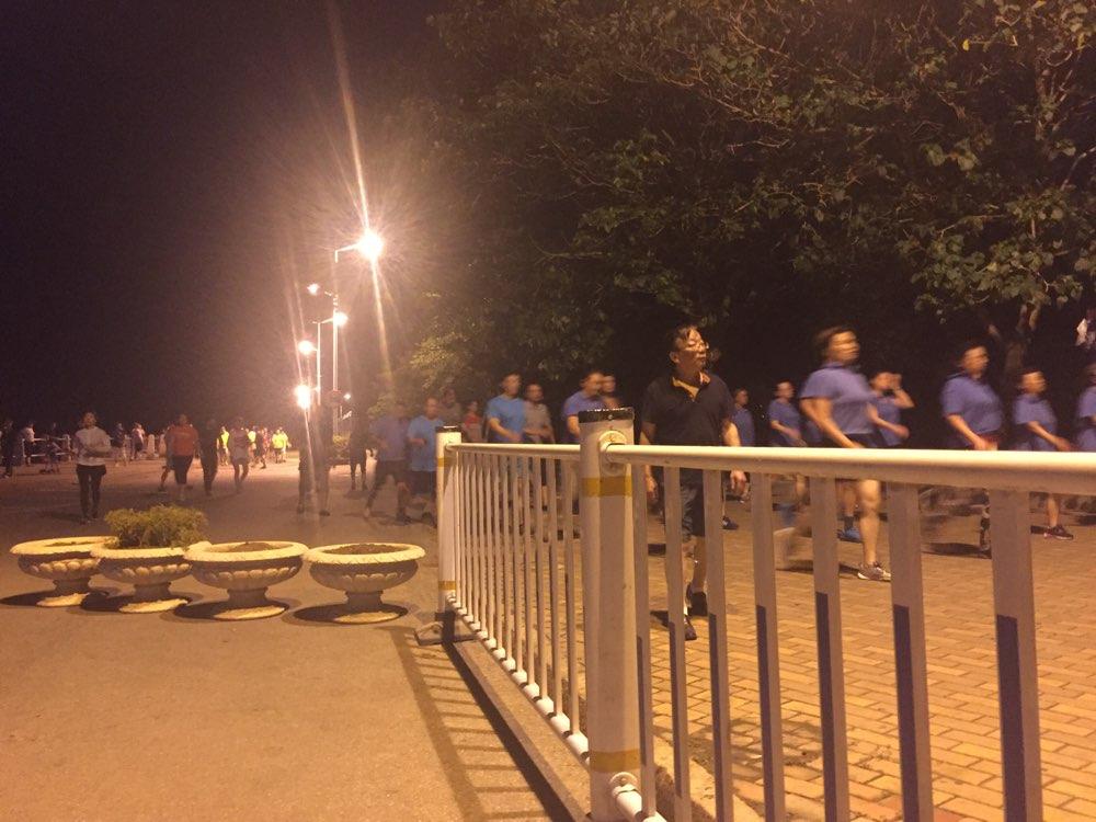 青岛八大峡广场人行道打通 临时限行措施解除