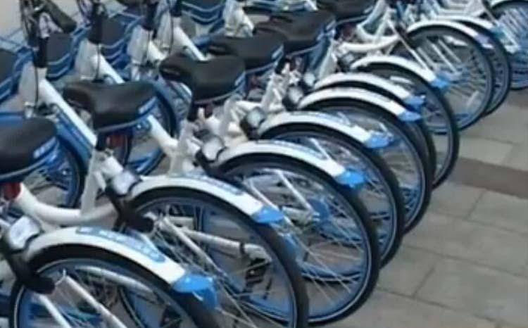 89秒丨开出租生意不好!淄博的哥深夜竟向共享单车伸黑手