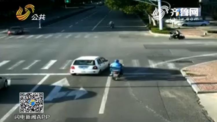 潍坊交警查疯狂摩托 :美团骑手无证驾驶,饿了么摩托没挂牌
