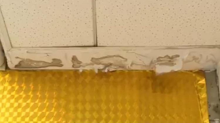 咋办?济南一居民楼楼上开旅馆狂漏水,楼下藏品受威胁