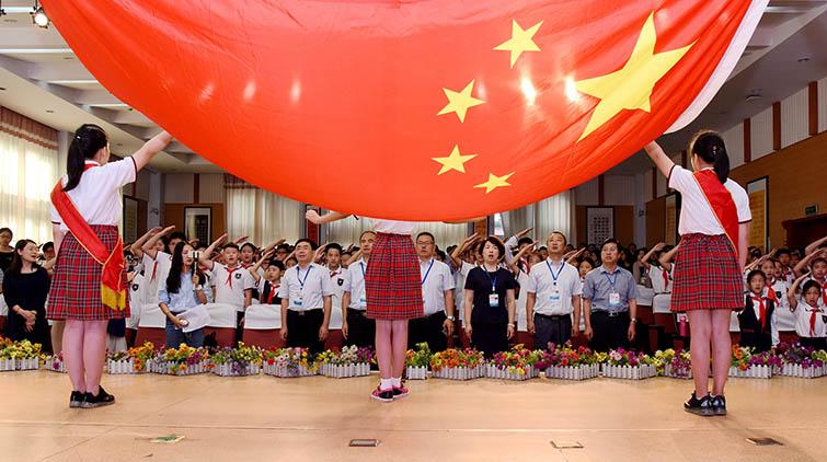 开学首日济南小学生快板唱创城 迎接新学期第一课