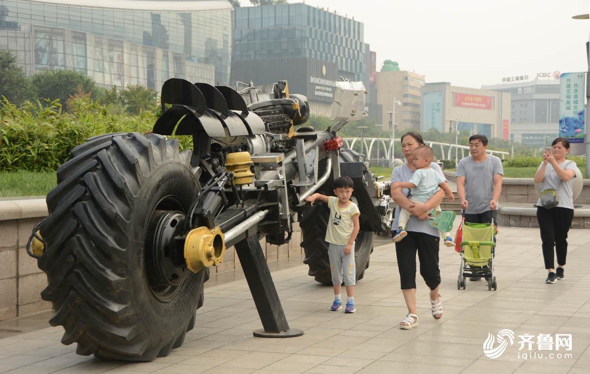 变废为宝创意钢雕!济南泉城广场现奇雕塑_独