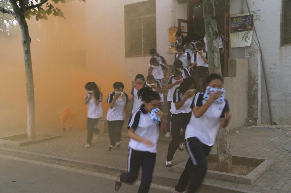 淄博五百余名师生开学伊始学消防 零距离体验消防