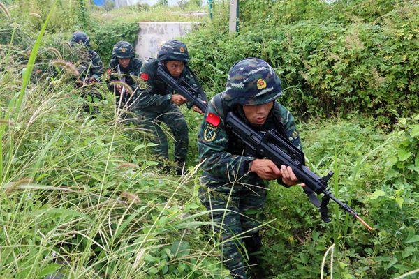 反暴狱、反劫持!枣庄武警特战队员废弃厂房冒雨激战