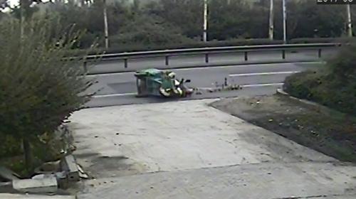 淄博:无证驾驶撞人逃逸 交警三小时找上门