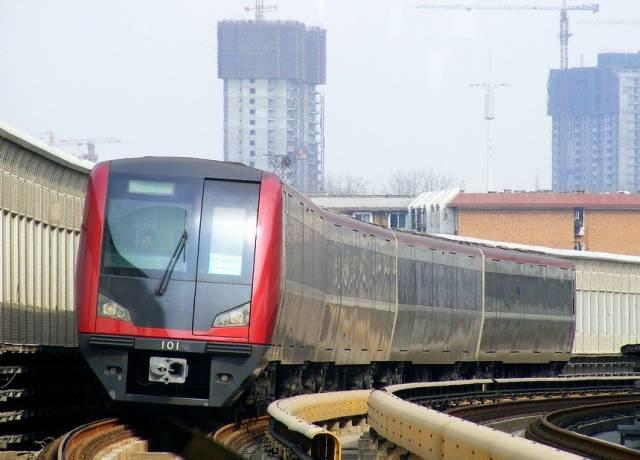 """济南轨交R1线采用B2型车,一列""""能装""""多少人?"""